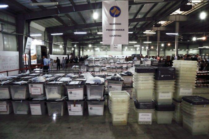 Členov ústrednej volebnej komisie v Kosove hospitalizovali po tom, ako otvorili urny zo Srbska