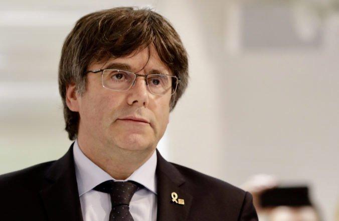 Puigdemont sa vzdal úradom, Španielsko vydalo na katalánskeho exprezidenta zatykač