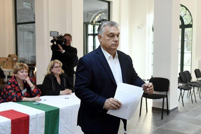 Orbánov Fidesz čelí vo voľbách zjednotenej opozícii, kampaň poznačilo aj video z orgií na jachte
