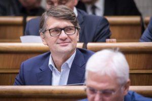Maďarič nebude kandidovať v parlamentných voľbách, ale angažovanie v politike nevylúčil