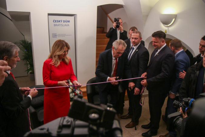 Foto: Čaputová zdôraznila dôležitosť Nežnej revolúcie, so Zemanom otvorili Český dom v Bratislave