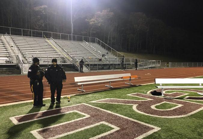 Video: Strelec spustil paľbu počas stredoškolského zápasu vo futbale, vážne zranil aj chlapca