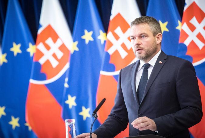 Premiér Pellegrini opäť ohlásil reformu súdnictva, vyjadril sa aj k schváleniu obrannej stratégie