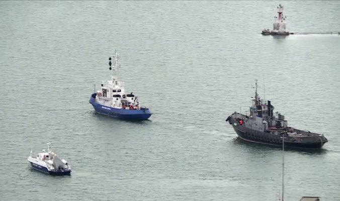 Video: Rusko vrátilo Ukrajine tri námorné lode, ktoré zadržalo v Kerčskom prielive
