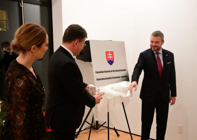 Pellegrini a Lajčák symbolicky pokrstili novú budovu slovenského konzulátu v New Yorku