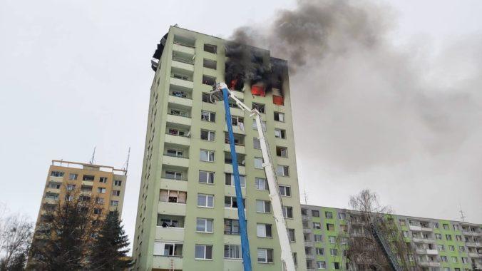 Výbuch plynu v Prešove zničil všetky prístupové cesty, hasiči zažili jeden z najťažších zásahov