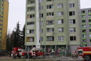 Do bytov po výbuchu vstúpili prví obyvatelia s políciou, musia nahlásiť všetky škody