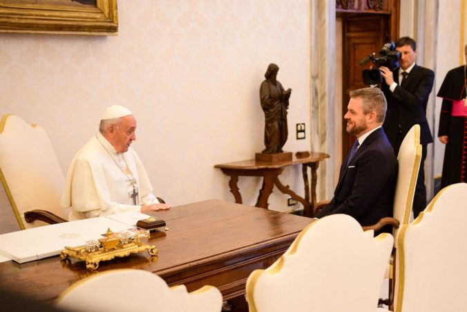 Foto: Premiéra Pellegriniho prijal vo Vatikáne pápež František