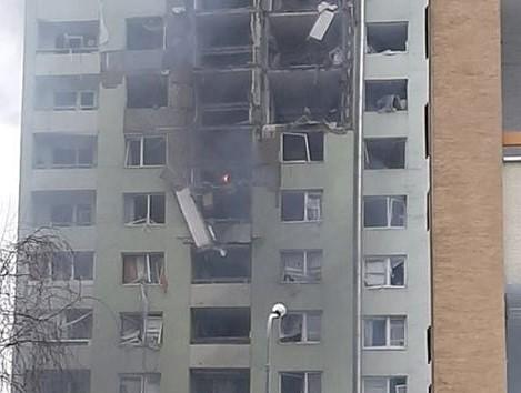 Hasiči ukončujú práce na zdevastovanej bytovke v Prešove, vstup do nej je veľmi nebezpečný