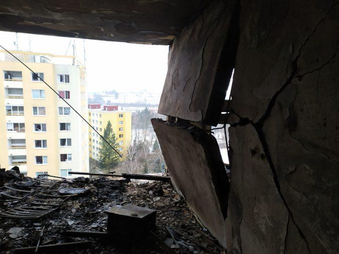 Vrchné poschodia prešovskej bytovky zničenej po výbuchu plynu budú demontovať