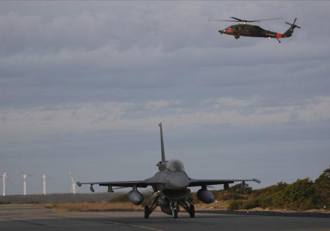 Armádne lietadlo s 38 cestujúcimi je stále nezvestné, do pátrania sa zapojili aj ďalšie krajiny