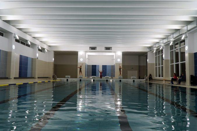 Karlova Ves otvorila na škole nový bazén, poslúži aj verejnosti