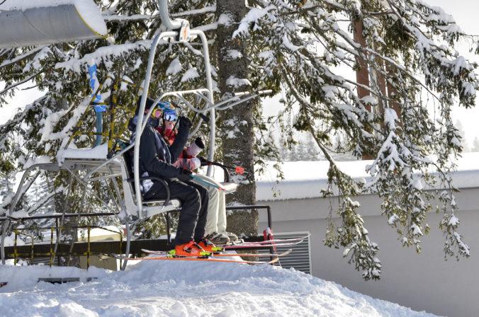 Na Štrbskom Plese majú pol metra snehu a otvorili novú lyžiarsku sezónu
