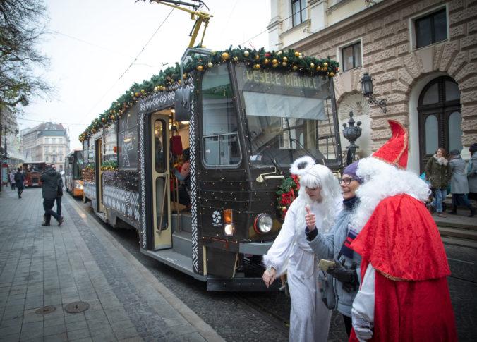 Dopravný podnik Bratislava vypravil do ulíc hlavného mesta tradičnú Vianočnú električku