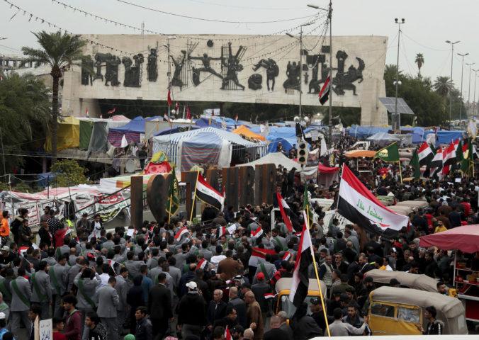 Na demonštrantov v Bagdade strieľali neznámi ozbrojenci, najmenej pätnástich ľudí zabili