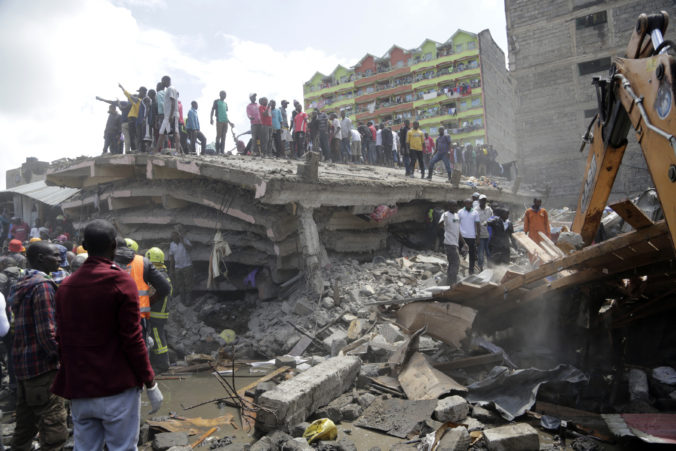 V kenskom hlavnom meste Nairobi sa zrútila šesťposchodová obytná budova