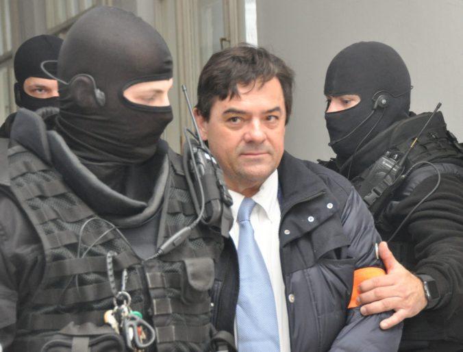 Sklenka sa vzdal funkcie sudcu, s obvineným Kočnerom si vraj vymenil tisícky správ