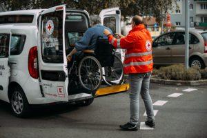 Vďaka projektu Jedlo je pomoc poputuje Slovenskému Červenému krížu 6 nových špeciálne upravených vozidiel