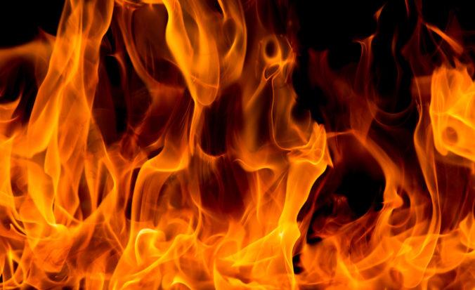 Znásilnenú ženu zapálili cestou na súd, brutálny útok neprežila