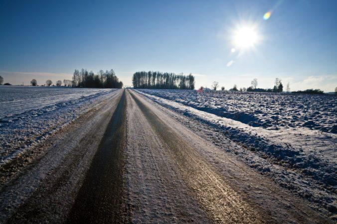 Meteorólogovia varujú Slovákov pred tvorbou poľadovice, môže spôsobiť škody