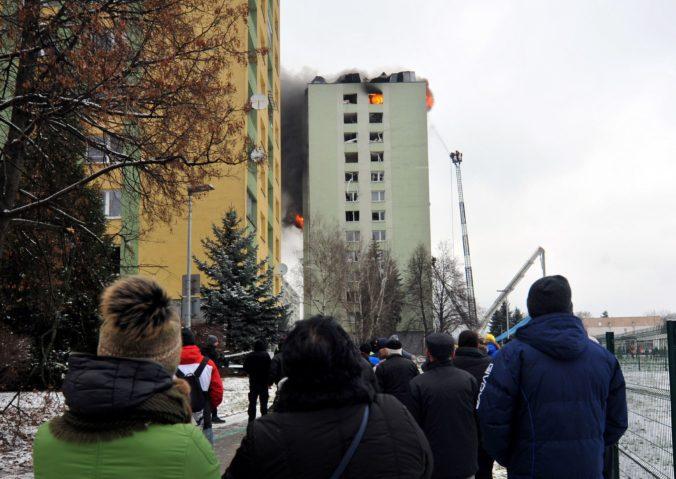 Prešovčanom z bytovky zničenej výbuchom rozdelia prvé peniaze z verejnej zbierky