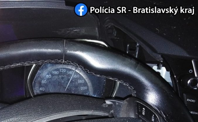 Šofér Hyundaia prišiel o život, na diaľnici D2 čelne narazil do betónového zvodidla (foto)