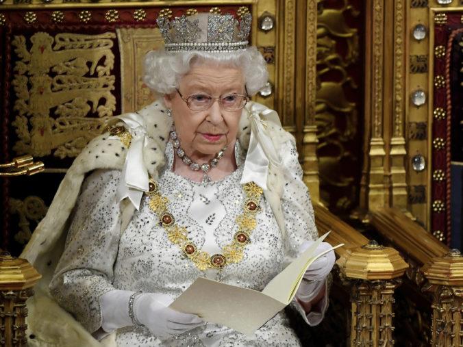 Návrh zákona o brexite schválila už aj Snemovňa lordov, ešte ho musí odobriť aj kráľovná