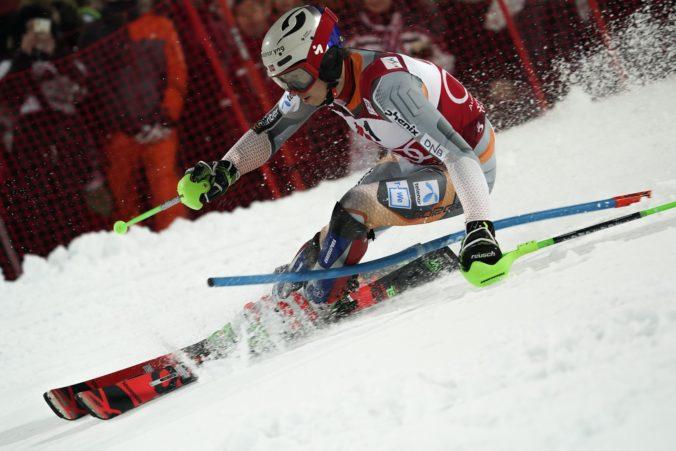 Kristoffersen ovládol nočný slalom v Schladmingu, preteky narušila dáma v plavkách (video)