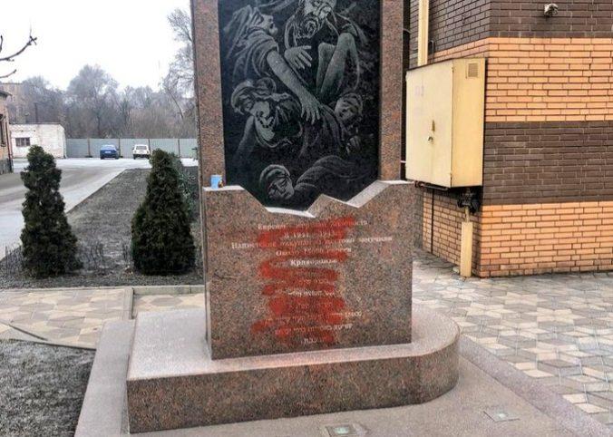 Vandali poškodili pamätník obetí holokaustu v meste Kryvyj Rih na východe Ukrajiny
