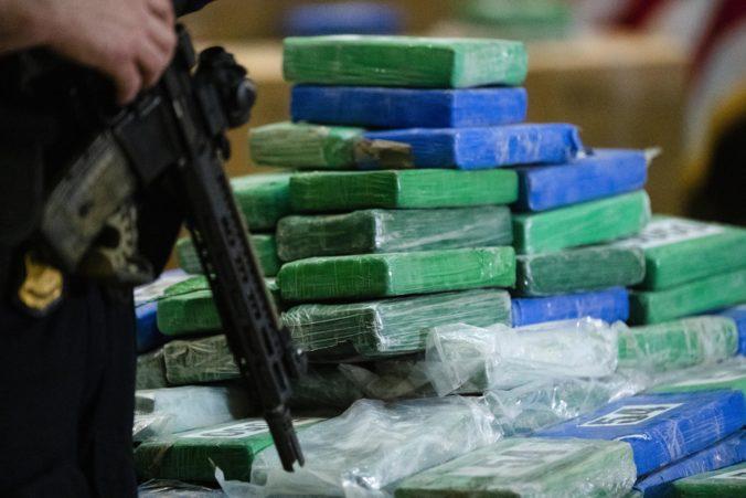 Grécka polícia zadržala viac než jednu tonu kokaínu a zatkla niekoľkých členov gangu