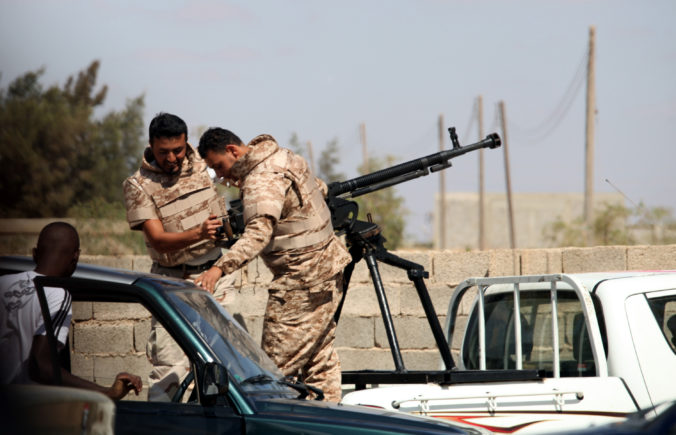 Lídri jedenástich krajín sa dohodli na dodržiavaní zbrojného embarga a úplnom prímerí v Líbyi