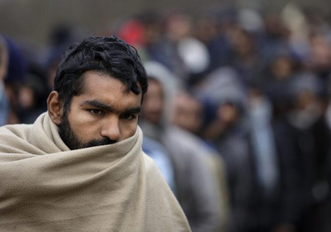 Desiatky migrantov chceli prekročiť hranice Srbska, maďarský strážnik musel strieľať do vzduchu