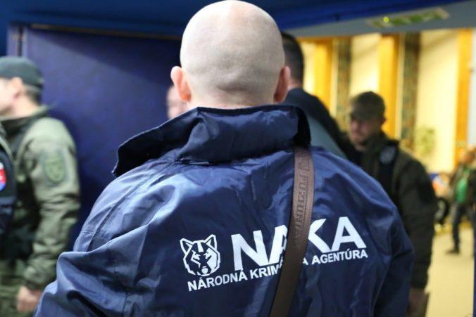 Policajti NAKA si posvietili na korupciu, zasahovali aj v popradskej nemocnici a zadržali 18 ľudí (foto)
