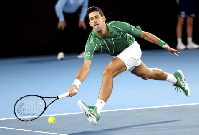 Djokovič má 900. výhru na okruhu ATP, ale v úvodnom kole Australian Open stratil set (video)