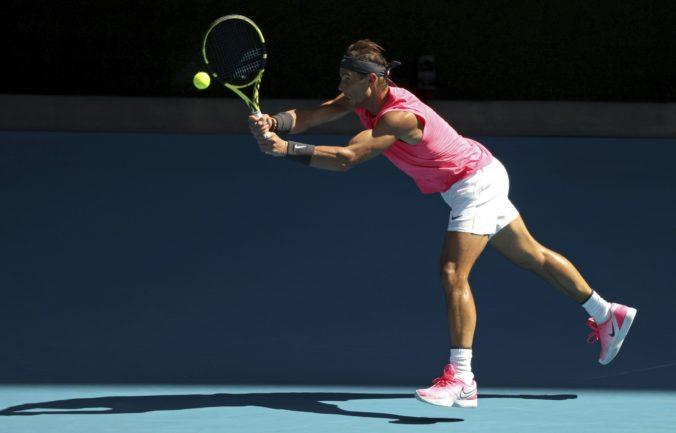 Nadal aj Halepová na Australian Open pokračujú, z hry von je už aj Šarapovová (video)