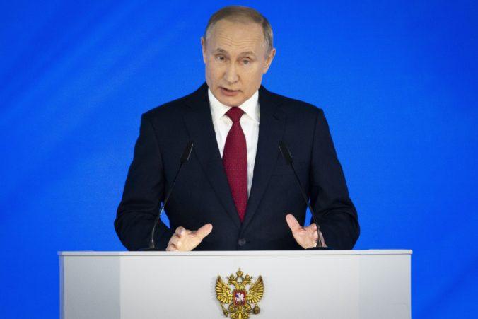 Putin odmieta neobmedzený mandát pre prezidenta, nechce sa vrátiť do minulosti