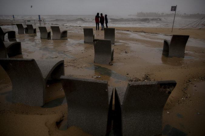 Ministerstvo zahraničných vecí varuje pred počasím v Španielsku a pred vírusom v Číne