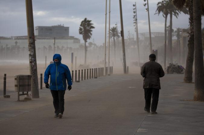 Časti Španielska sužuje silný vietor, dážď aj prudké sneženie, dvaja ľudia zomreli