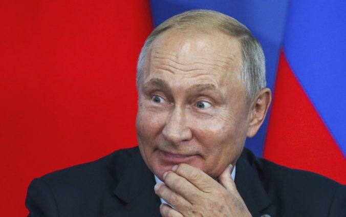 Putin naďalej tají svoju politickú budúcnosť, scenár ako v Kazachstane by bol nevhodný pre Rusko