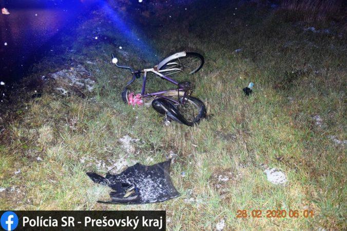 Cyklista nemal reflexné prvky ani prilbu, zrážku s Golfom neprežil (foto)