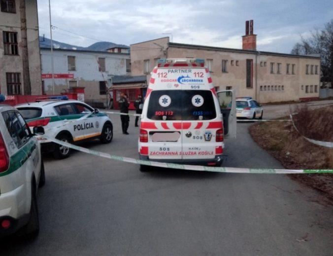 Opitý cestný pirát na sanitke unikal pred policajtmi, naháňačku zastavilo až deväť výstrelov (foto)