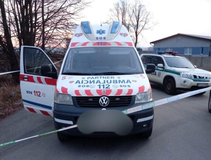 Policajti prenasledovali opitého vodiča sanitky, zastavili ho až výstrely