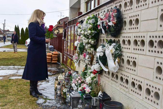 Čaputová si uctila pamiatku Kuciaka a jeho snúbenice, vo Veľkej Mači položila dve ruže