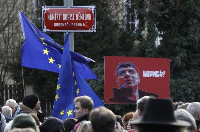 V Prahe si uctili zavraždených kritikov Putina, mesto má Námestie Borisa Nemcova a Promenádu Anny Politkovskej