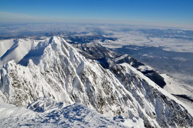 Meteorológovia varujú pred vetrom na horách, miestami môže dosiahnuť rýchlosť 135 km/h