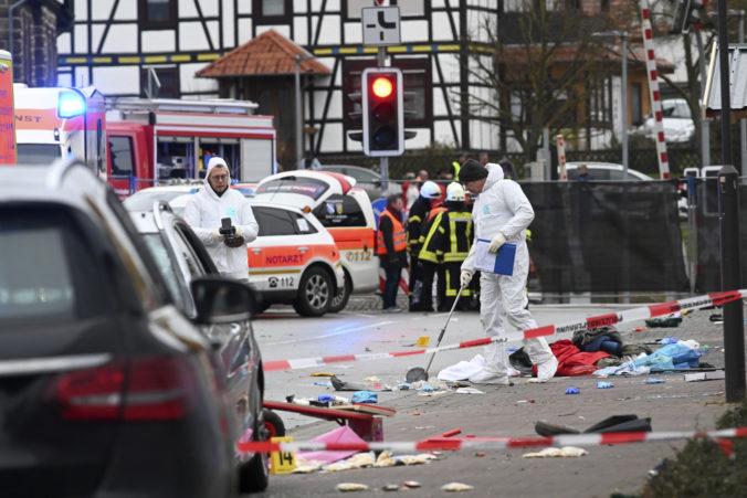 Do karnevalového sprievodu v nemeckom meste Volkmarsen vrazilo auto, zranilo aj deti