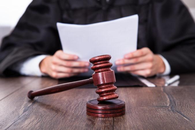 V kauze bratrancov súdených za prípravu vraždy rozhodli len o Michalovi, pôjde do väzenia