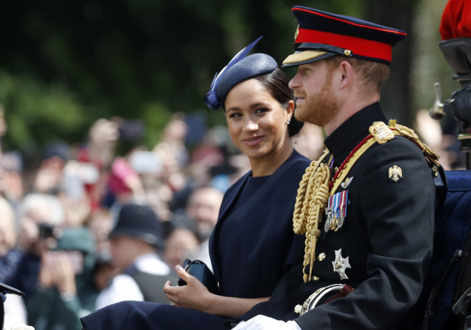 Princ Harry a Meghan prídu o ochranku, Kanada ju už financovať nebude