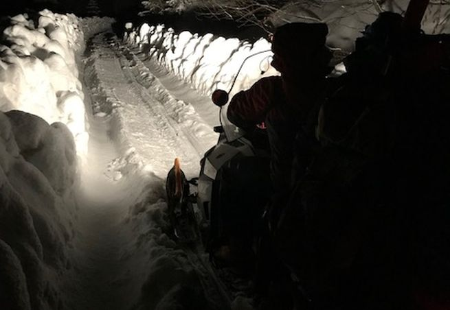 Na Chopku v noci mimoriadne spustili lanovku, pomohli mužovi v bezvedomí