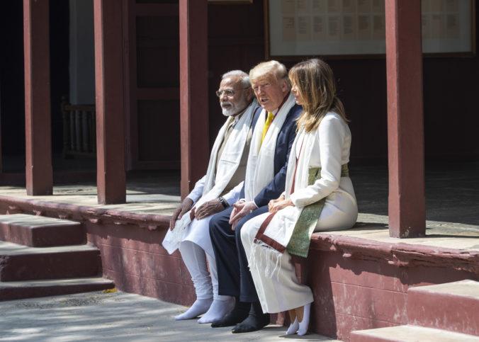 Trump pricestoval na prvú oficiálnu návštevu Indie, jednou z jeho zastávok bol aj Gándhího dom